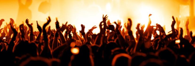 Trattenimenti - discoteca in circolo privato, soci che ballano